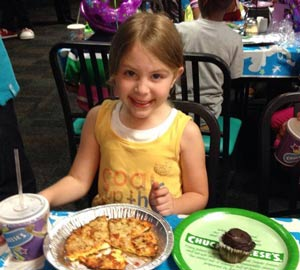 GF pizza and cupcake at a Chuck E. Cheese birthday party.  Photo Courtesy: Chuck E Cheese Facebook Page